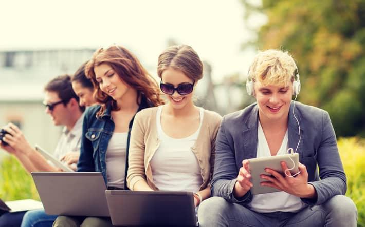 Social network: gli italiani online ci passano il 35% del tempo