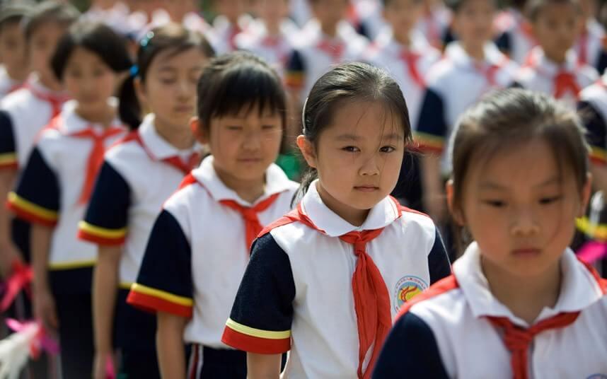 Le scuole cinesi adottano uniformi smart per controllare gli studenti