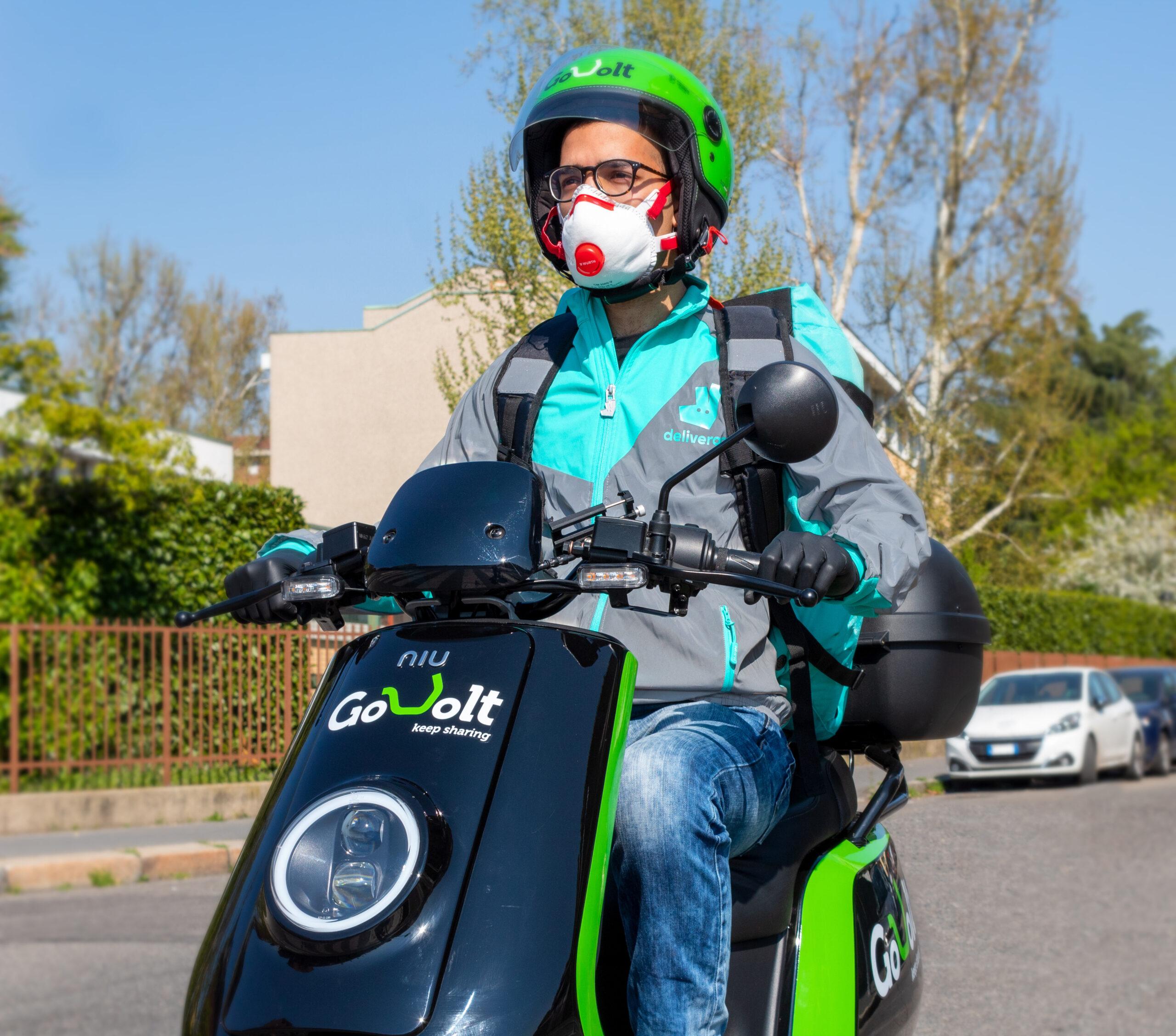 Earth Day. Deliveroo stringe una partnership con Go-Volt e consegna su scooter elettrici